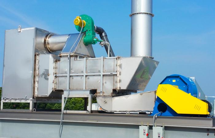 换热催化氧化器安装在制造工厂的屋顶